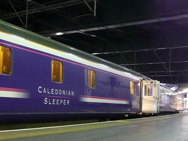 Caledonian_Sleeper_at_Euston